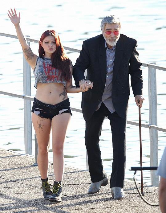 Ariel během nedávného natáčení s Burtem Reynoldsem