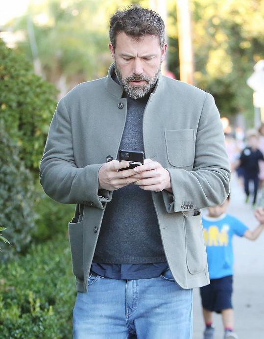 Uchýlil se údajně k randící aplikaci.