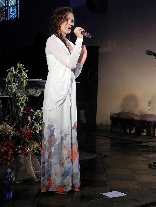 Kamila Nývltová zpívala v římskokatolickém kostele.
