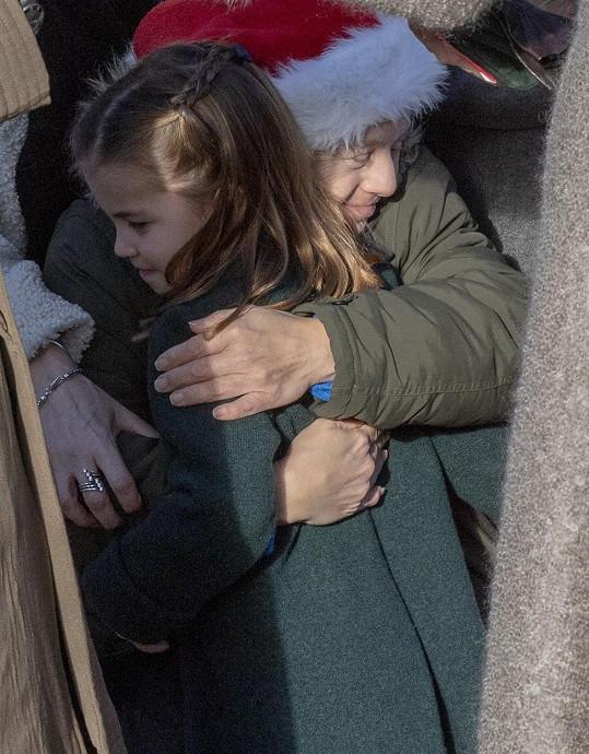 Princezna je i velmi empatická, po loňské vánoční mši se nebránila objetím.