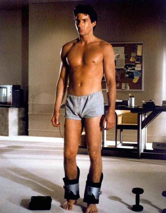 Richard Gere před pětatřiceti lety ve filmu Americký gigolo (1980) ukazoval tělo.