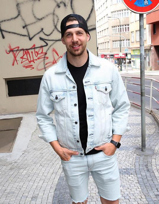 Peter Pecha vypustil do světa svůj první singl.