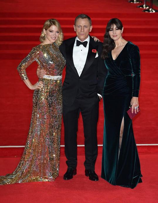 Róby dvou hlavních Bond girls (Léa Seydoux a Monicca Bellucci) na premiéře Spectre