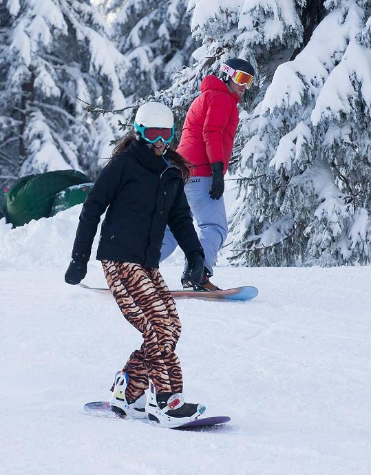 Agáta Prachařová s manželem Jakubem řádila na snowboardu.