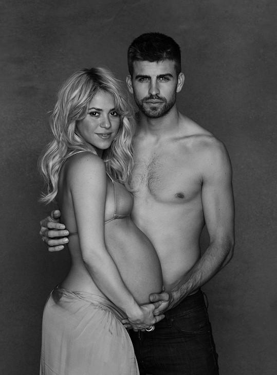 Shakira a Gerard Pique jsou šťastnými rodiči chlapce jménem Milan.