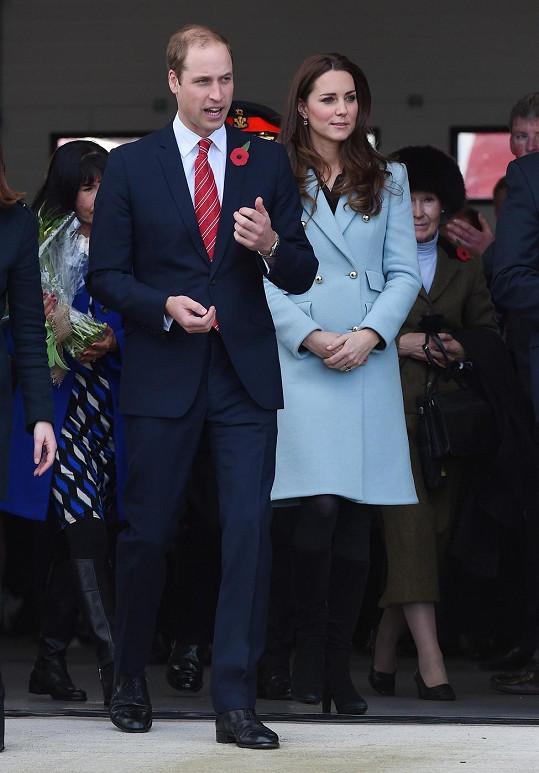 Kate a William očekávají druhé dítě.