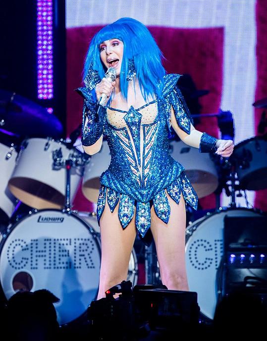 Ani modrá paruka na koncertě nechyběla.