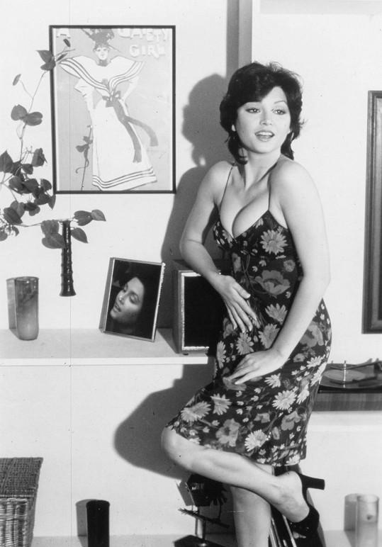 Po slávě toužila dlouho a dávala se i slavným mužům. Zadařilo se až na konci let sedmdesátých po uvedení Dallasu.