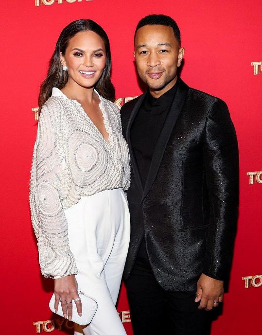 Chrissy Teigen a John Legend čekají druhé dítě.