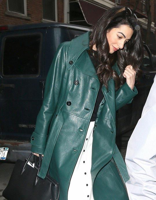 Amal Clooney působila hodně unaveně.