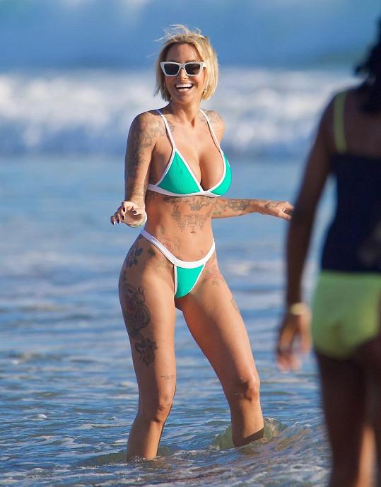 Tina Louise si užívala pohodu na pláži.