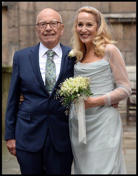 Loni v březnu Jerry Hall a Rupert Murdoch vstoupili do manželství.