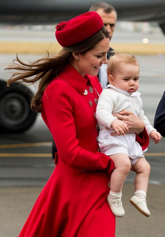 Osmiměsíční princ George zažívá svou první zahraniční výpravu.