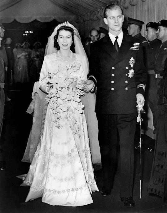 Philip a Alžběta II. na svatbě v roce 1947