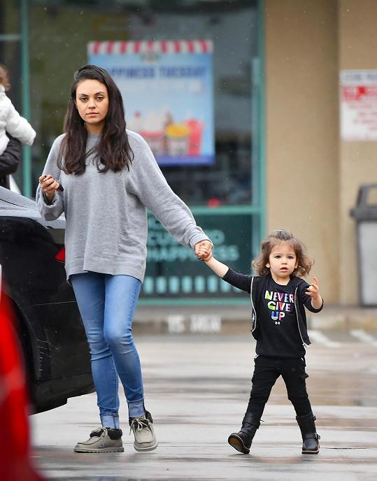 Mila Kunis je opět jako proutek.