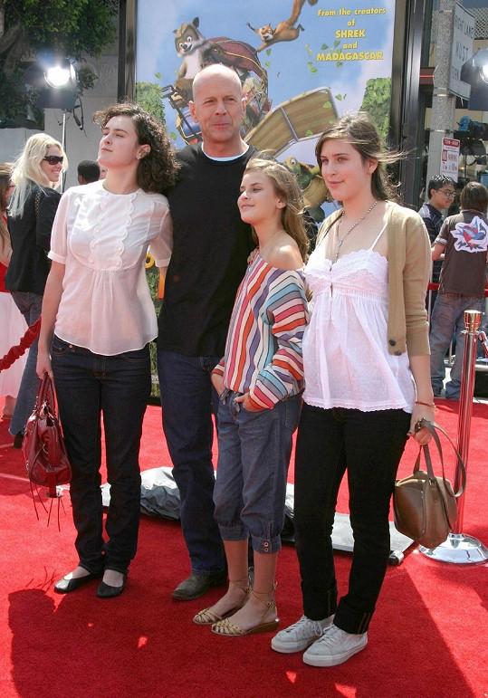 Bruce má ještě tři dcery z manželství s Demi Moore.