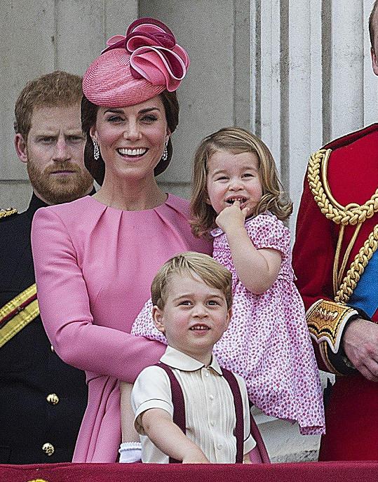 Kate se svými dětmi Georgem a Charlotte