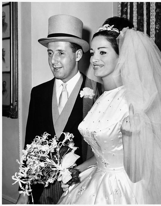 S prvním manželem Austinem Wallacem jako nevěsta.