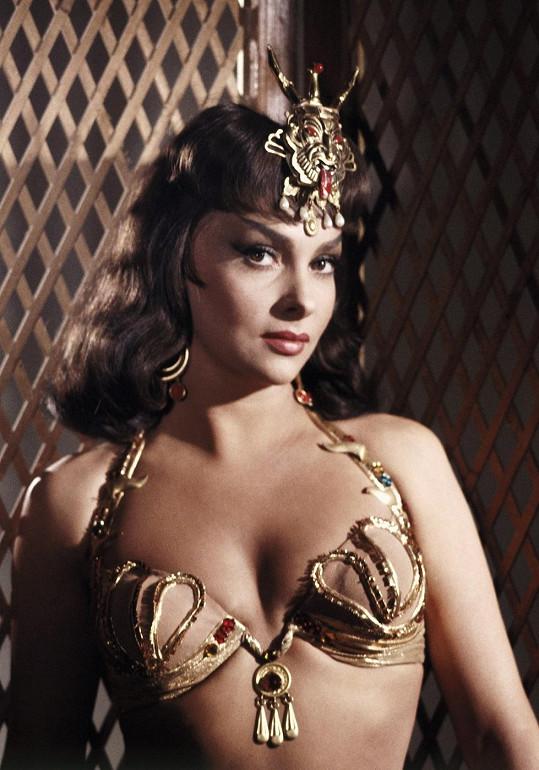 Gina ukazovala své přednosti často a ráda. Takhle se ukázala ve filmu Šalamoun a královna ze Sáby (1959).