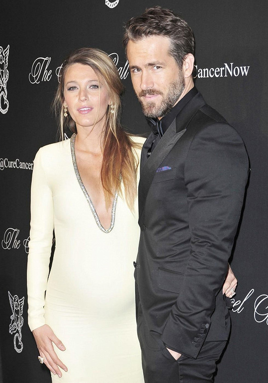 Ryan Reynolds je na těhotnou manželku pyšný.