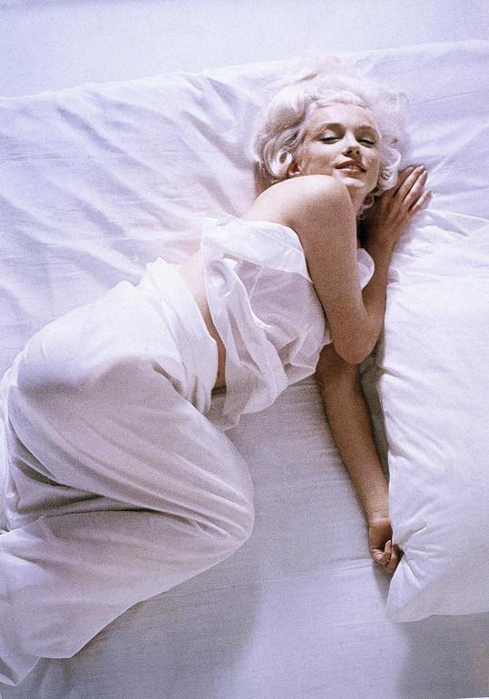 S Marilyn se Bobby nejdřív oddával radovánkám. Pak přišly noční telefony a vyhrůžky.