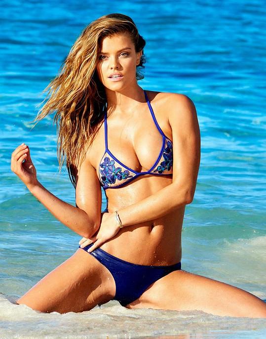 Nina je populární modelkou spodního prádla a plavek.