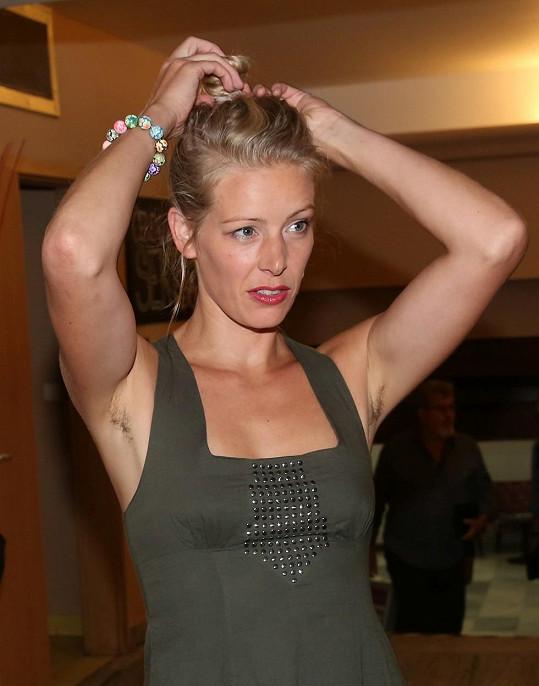 Anna Kulovaná se zřejmě přidala ke slavným kráskám, které se neholí.