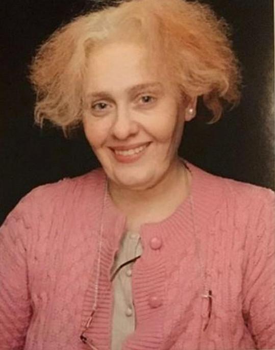 Neříkejte, že byste Adele v téhle bizarní stylizaci poznali...