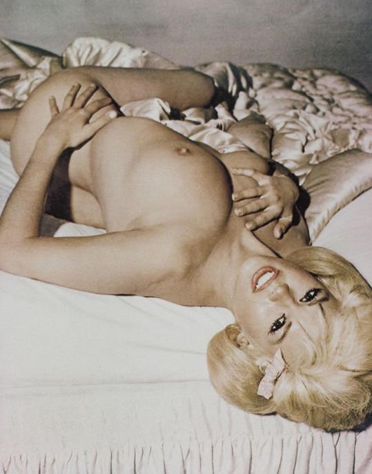 Oproti Marilyn působila Jayne přece jen trochu lacině.