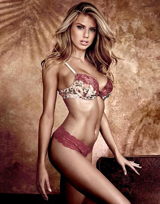 Modelka v kampani pro Guess
