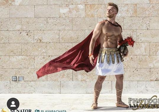 Mají za sebou mj. focení v kostýmech antických hrdinů.