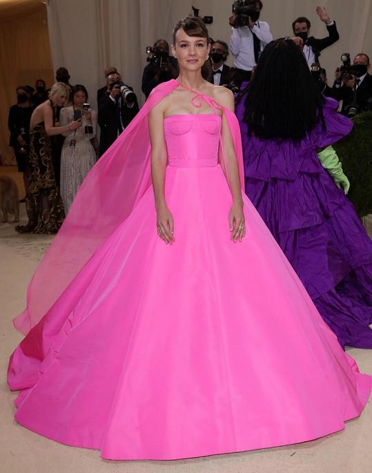 Carey Mulligan vynesla šaty značky Valentino.
