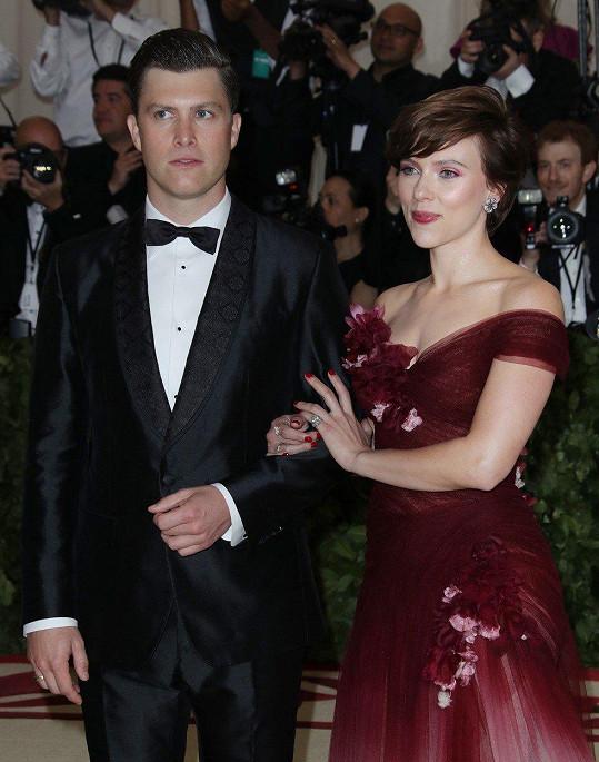 Scarlett Johansson s Colinem Jostem vypadá velmi šťastně.