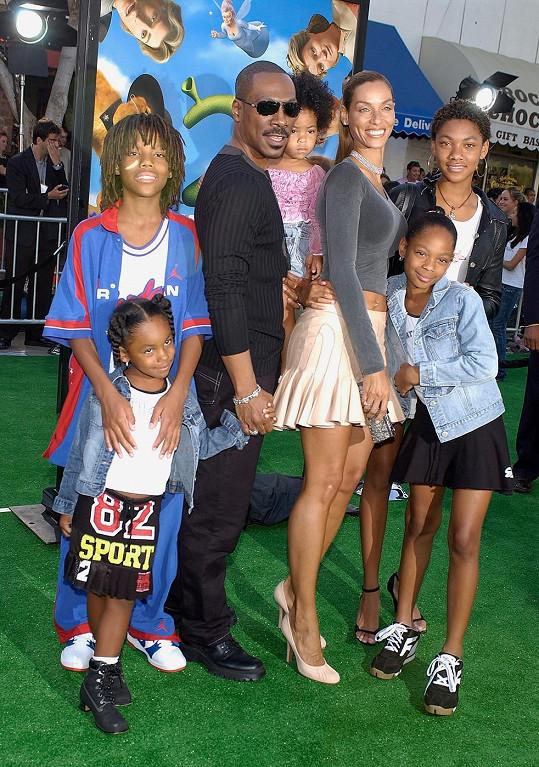 Eddie Murphy s exmanželkou a jejich pěti dětmi