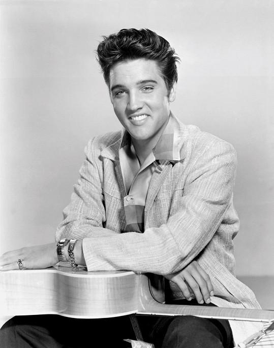 V 50. letech byl Elvis švihák a ženy omdlévaly, když ho viděly.