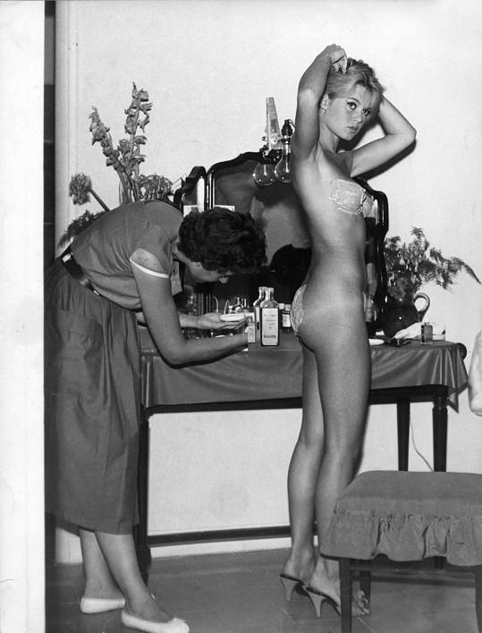 Takhle se vystavovala ve filmu Klenotníci měsíčního svitu (1958)