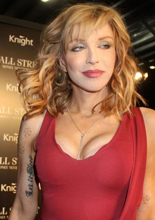 Courtney Love po důkladné úpravě zevnějšku.