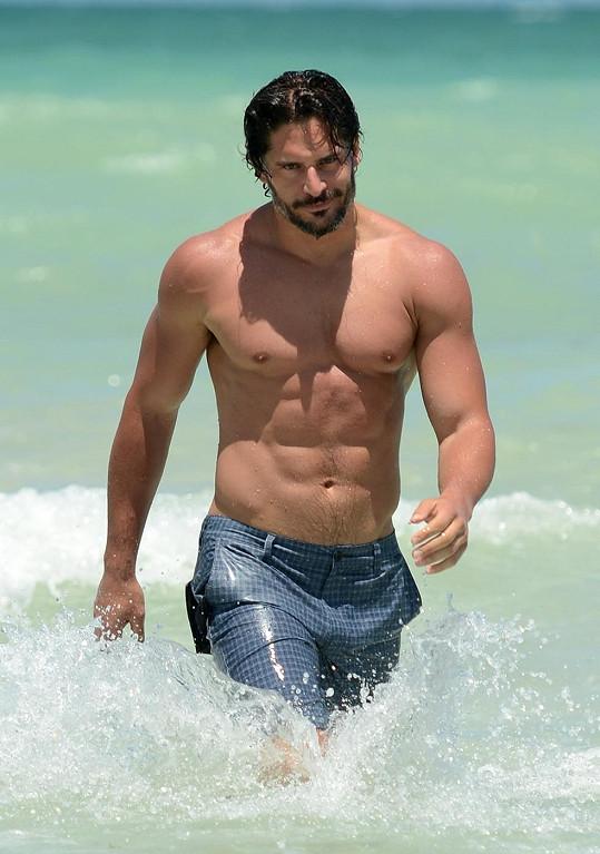 Hvězda seriálu True Blood: Pravá krev má na pláži čím potěšit.