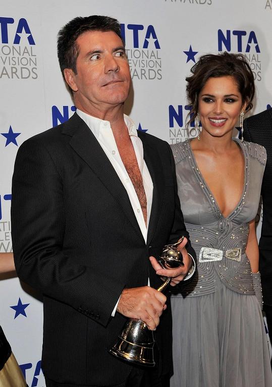 Simon Cowell a Cheryl Cole byli porotci anglického X Factoru.