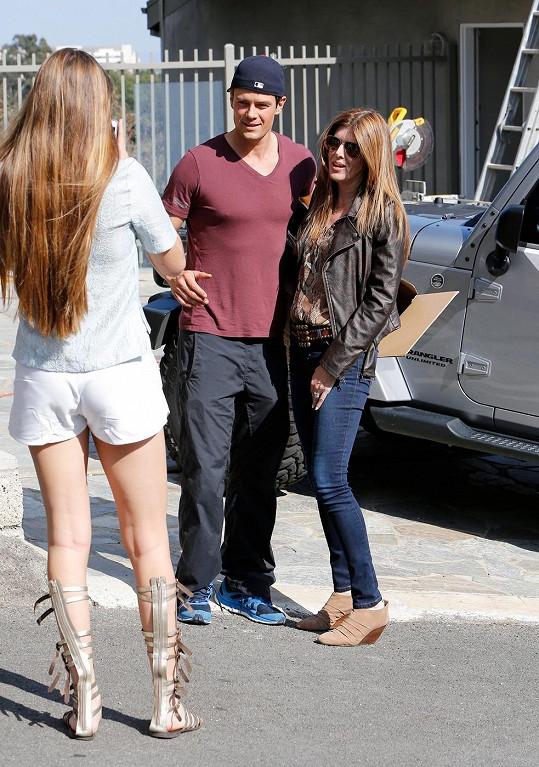 Josh Duhamel se ochotně fotil s fanynkami.