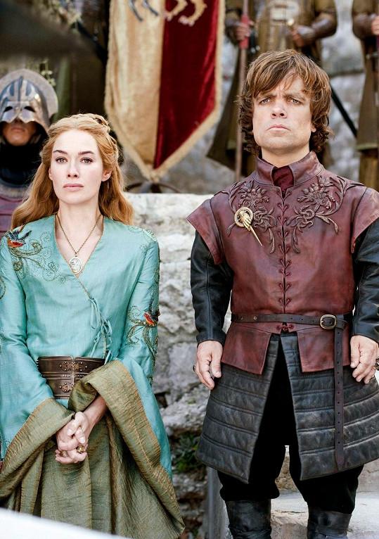 Seriáloví sourozenci Tyrion Lannister a Cersei Lannister