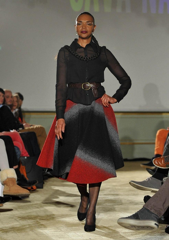 Valerie Campbell na módní přehlídce v Berlíně.