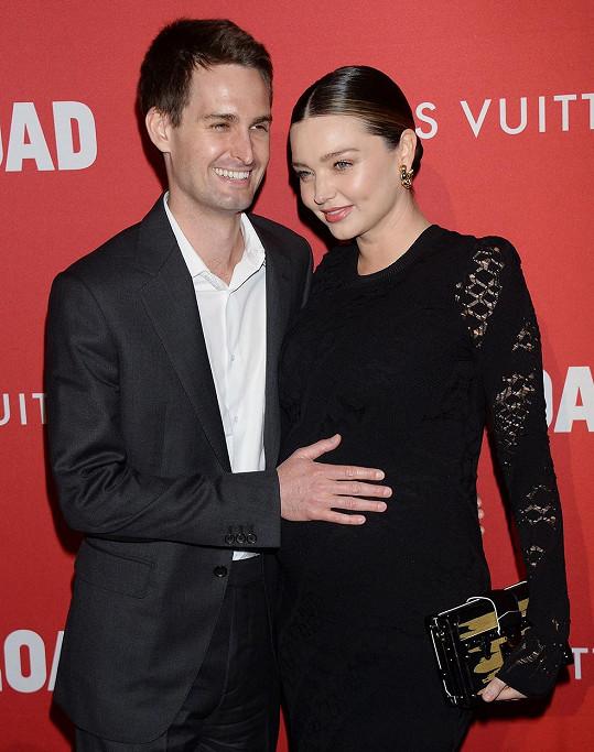 Kerr má dva syny se současným manželem Evanem Spiegelem.