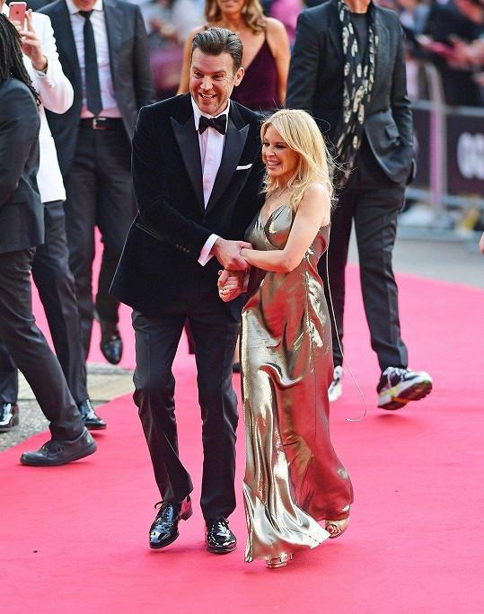 Kylie Minogue s partnerem Paulem Solomonsem vypadali báječně.