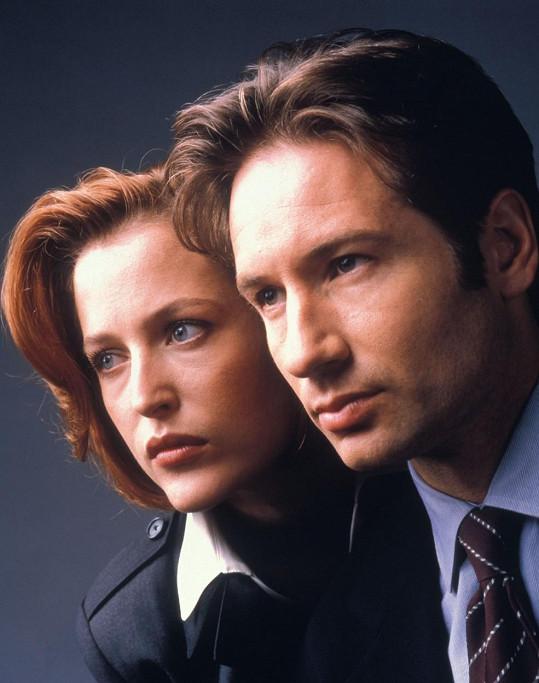 Gillian Anderson se proslavila v devadesátých letech seriálem Akta X. Na snímku s Davidem Duchovnym
