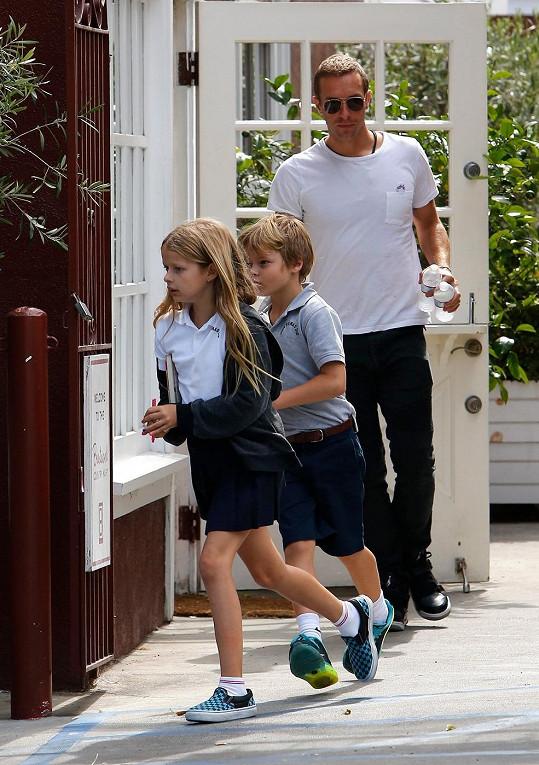 Tohle jsou děti Chrise Martina a Gwyneth Paltrow.