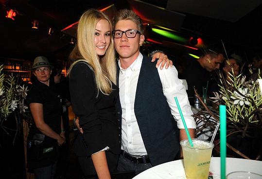 Tomáš Topolánek s přítelkyní Simonou Dvořákovou jezdí do Varů pravidelně.