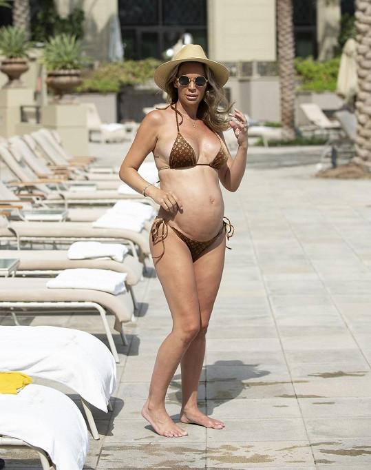 Danielle Lloyd relaxuje v Dubaji.