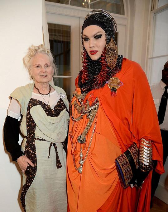 Přátelský vztah ho pojí s britskou návrhářkou Vivienne Westwood.