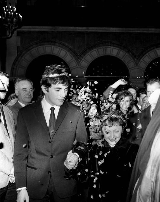 Kuriózní svatební obřad v říjnu 1962. Edith zbýval rok života.